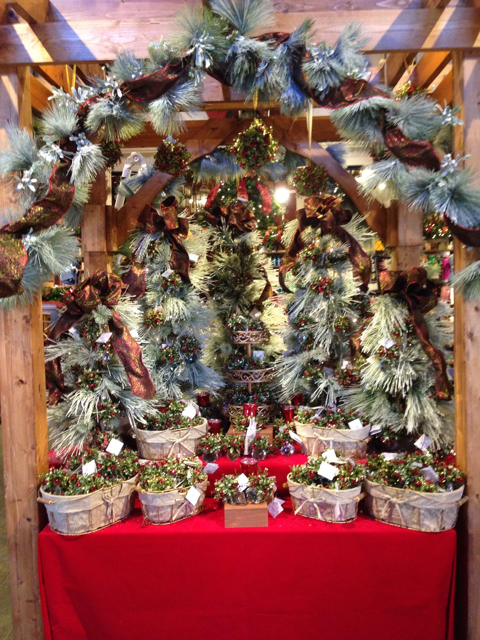 Kissing Krystal display, Christmas Town Busch Gardens Williamsburg ...
