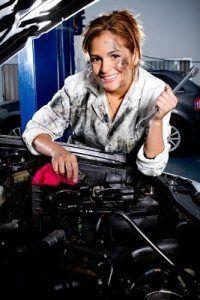 """Schnelle Autos und Frauenfeindlichkeit: Wie Mädchen daran gehindert werden, """"m…"""