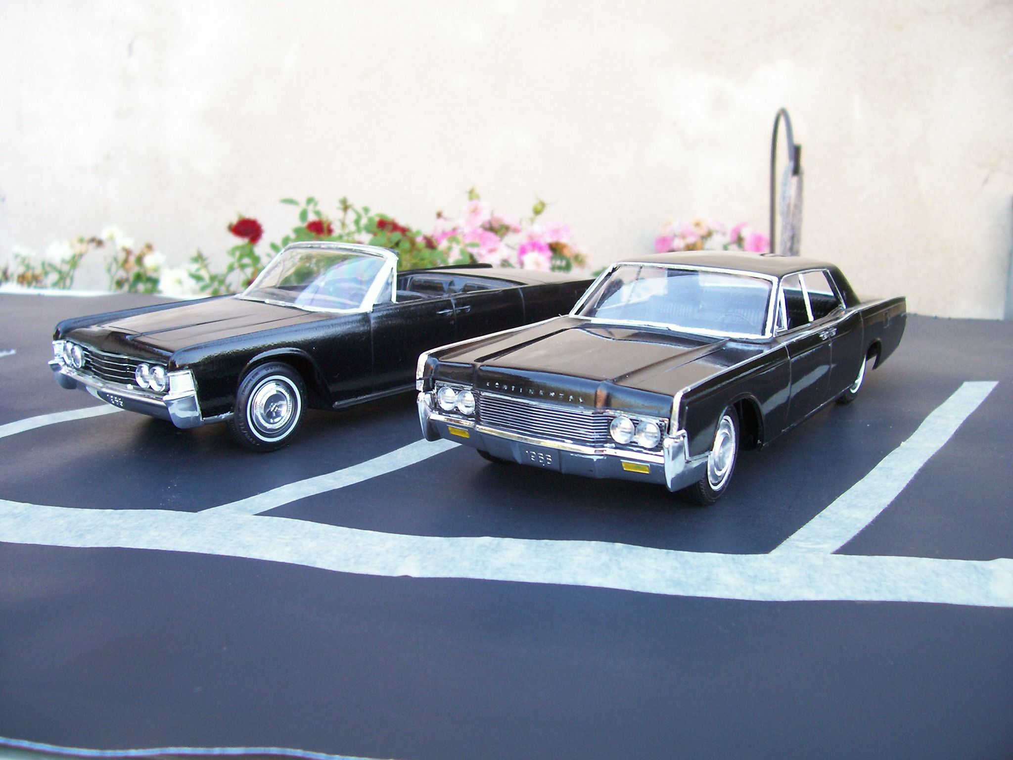 1965 & 1966 Lincoln Continental 1/25 scale model cars.