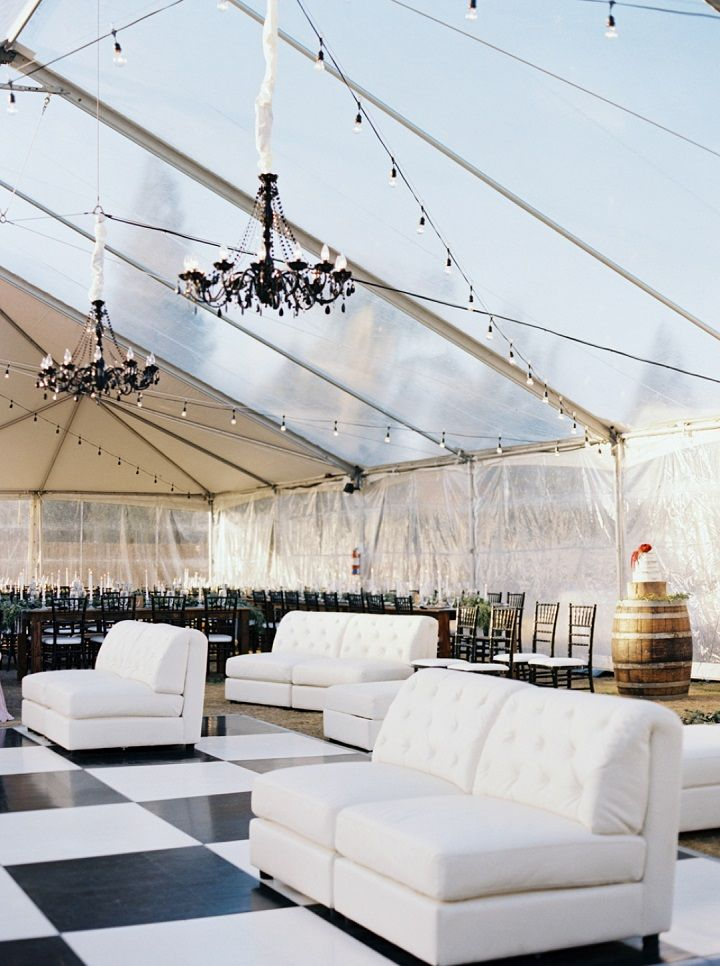 Black and white wedding reception | fabmood.com #wedding #weddingtable #fallwedding