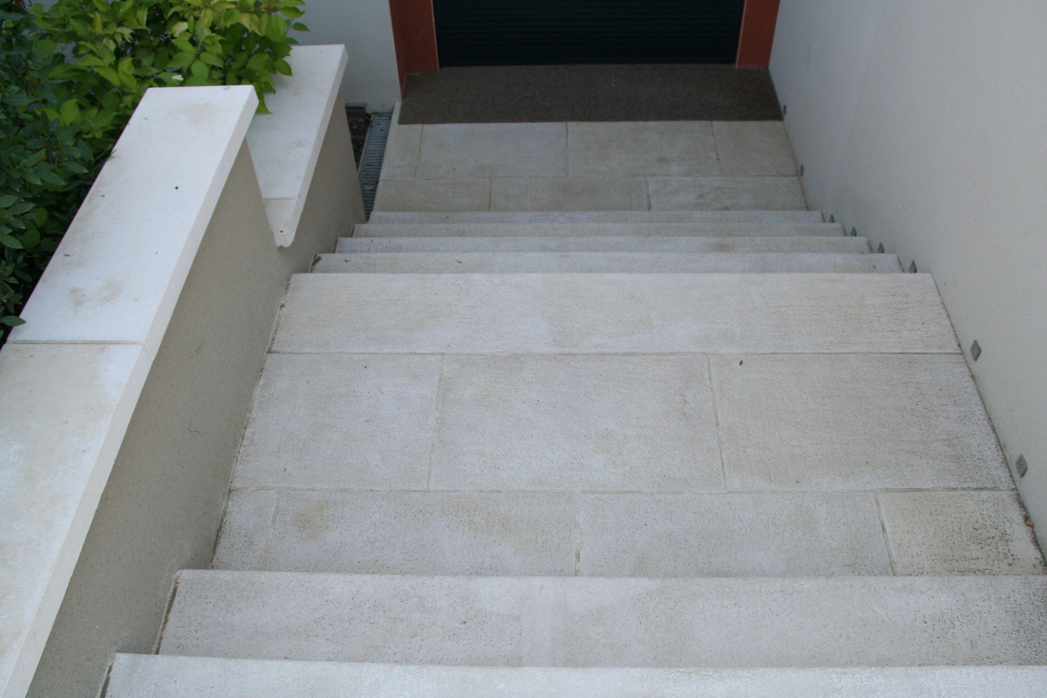 Marche Escalier Plate Aspect Grenaille Antiderapant En Beton Prefabrique Beton Prefabrique Marche Escalier Escalier