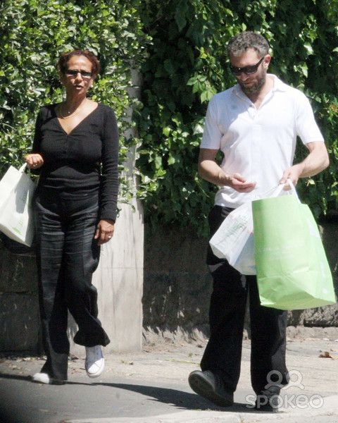 Vincent Cassel picks his daughter Deva up from school and ...