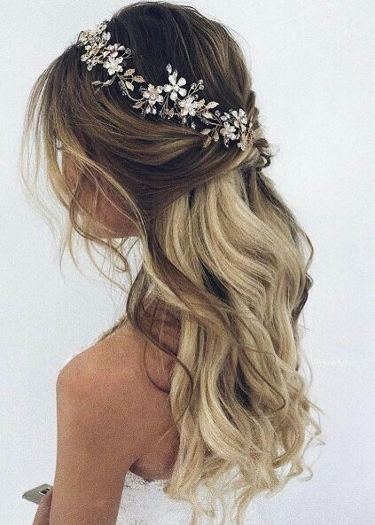 Half Up Half Down Wedding Hairstyles Weddinghairstyles Hairstyles Weddingideas Wedding Rozpuszczone Wlosy Na Slub Kosmyk Upiete Wlosy Na Slub