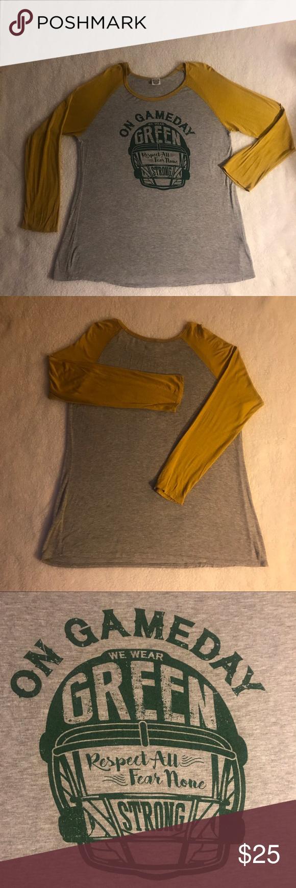 Green Bay Packers Euc Long Sleeved T Shirt With Images Gold T Shirts Long Sleeve Tshirt Clothes Design