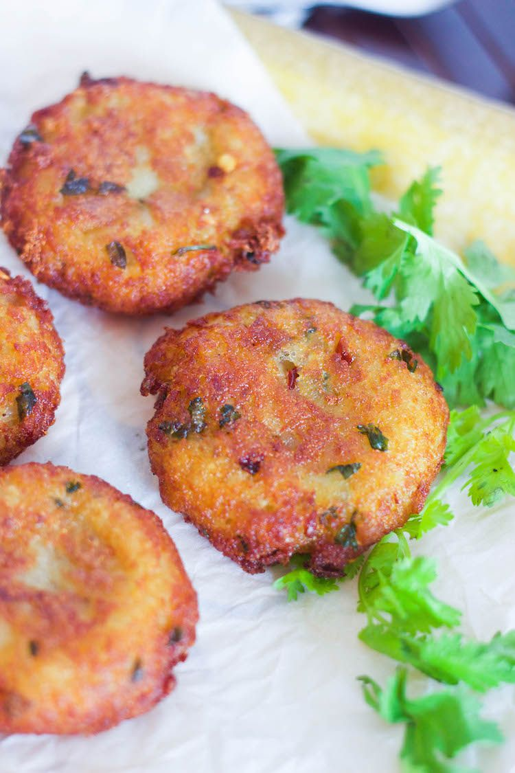 crispy aloo tikkis potato tikkis with green chutney recipe indian food recipes aloo tikki on hebbar s kitchen recipes aloo tikki id=69652