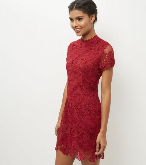 5806489cefd AX Paris - Robe moulante rouge à col haut avec dentelle