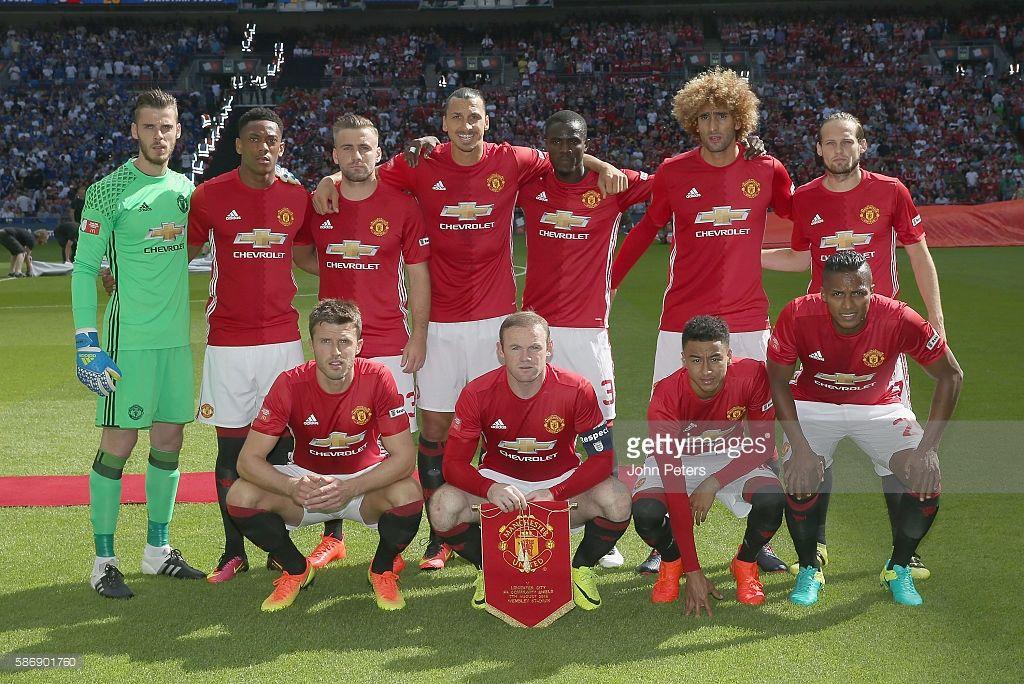 The Manchester United Team Back Row L R David De Gea Anthony Martial Luke Shawm Zlatan I Manchester United Players Manchester United Team Manchester United