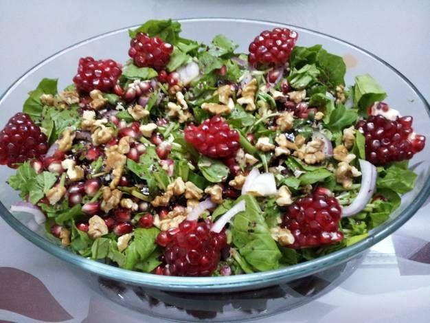 طريقة عمل سلطة الجرجير بدبس الرمان بالصور من مدام جمال Recipe Food Goals Salad Recipes Recipes