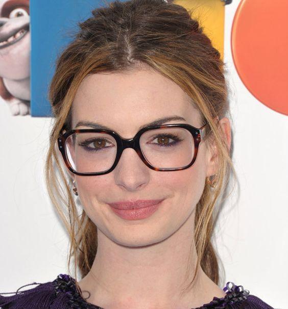 Inspirações de como usar maquiagem pra quem usa óculos de grau! 0d71c49703