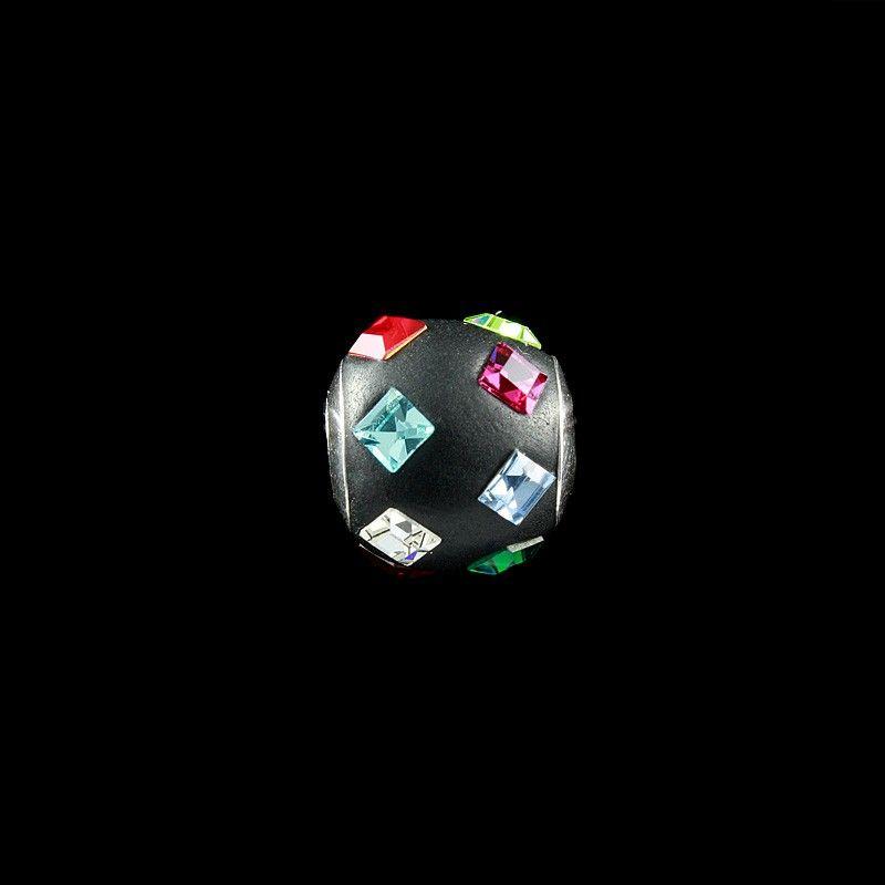 Berloque Resina Preta com Cristal Colorido.