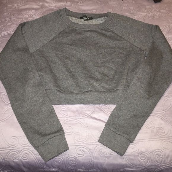NWOT Gray XXI Crop Top Sweater NWOT Gray XXI Crop Top Sweater Forever 21 Tops Crop Tops