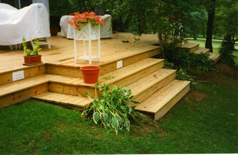Decks On Sloped Yard This Deck Has Few Rails And Many 400 x 300