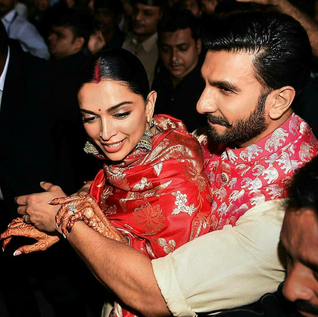 Protective Husband To His Wife Photo Poses For Couples Ranveer Singh Deepika Padukone