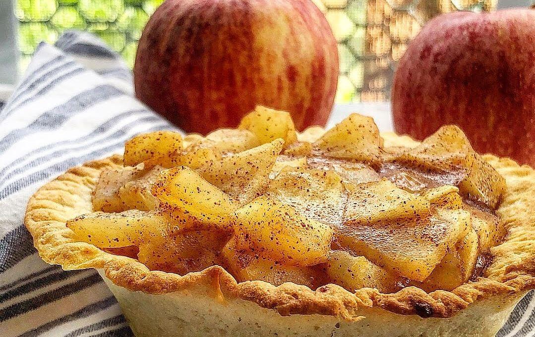 Air Fryer Warm Apple Pie in 2019 Apple pie, Snack