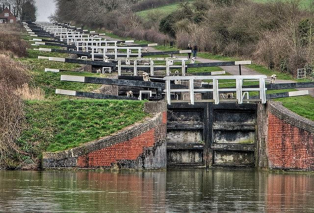 Caen Hill Locks Devizes Hdr 4153 In 2020 Canal Barge England