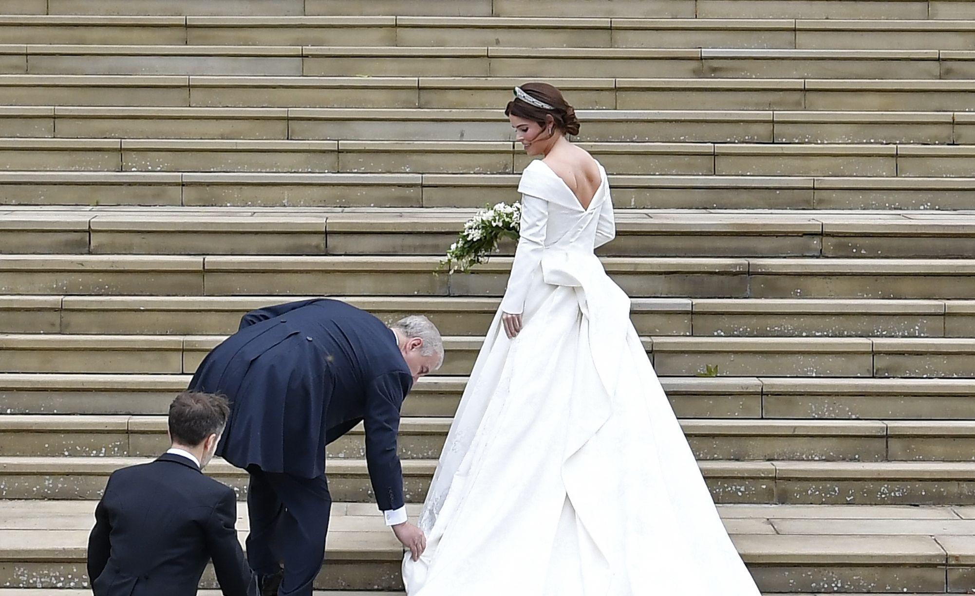 Kate Middleton Und Prince William Packen Bei Der Hochzeit Von Prinzessin Eugenie Den Pda Prinzessin Eugenie Zweite Hochzeitskleider Konigliche Hochzeitskleider