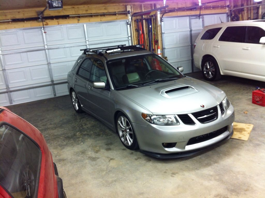 Saabaru W Koji Mod Headlights Roof Rack Front Lip And Saab Turbo Badge Green Roof Roof Design Green Roof System