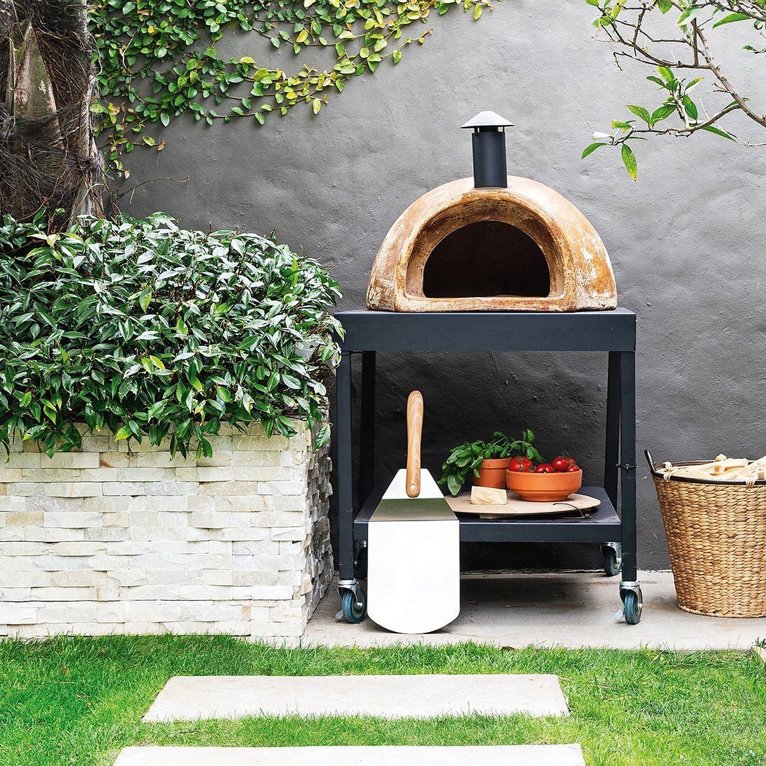 Bunnings Warehouse On Instagram There Is Nothing Better Than Dining Al Fresco Our Chapala Clay Pizza Oven Has You Set Clay Pizza Oven Pizza Oven Fresco