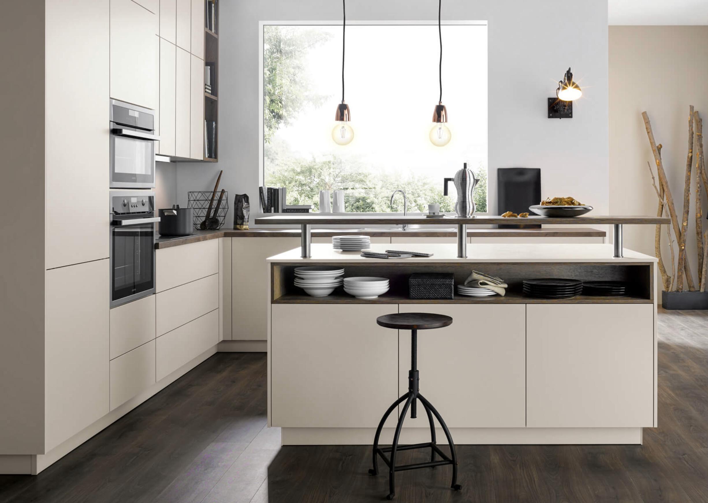 Küche: Spüle am Fenster  Inselküche, Kleine offene küchen