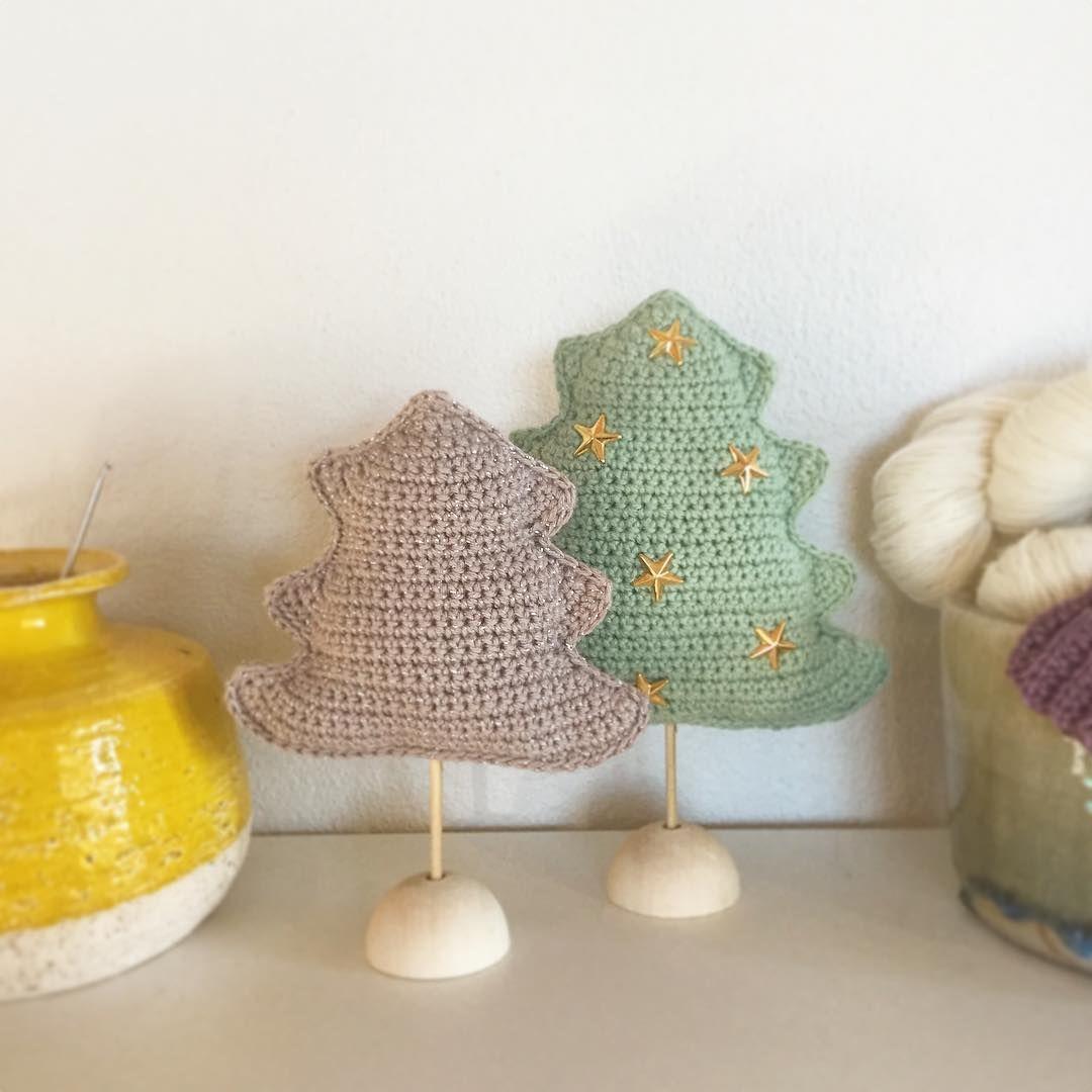 🎄 #christmastree #chrocheting #crochetgirlgang #crochetchristmastree #chrochetchristmasdecorations #hæklet #hækling #hækletjulepynt #hækletjuletræ