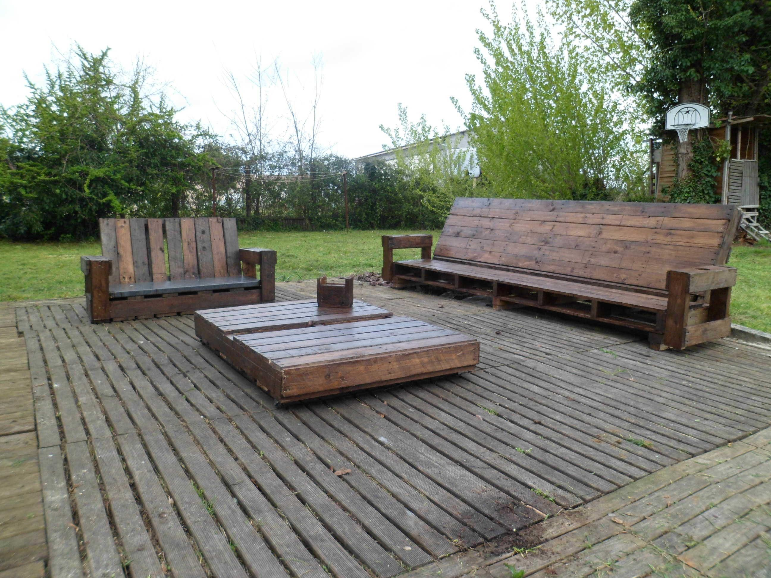 Giant Outdoor Set Made Out Of Repurposed Pallets en 2018 | Pallets ...