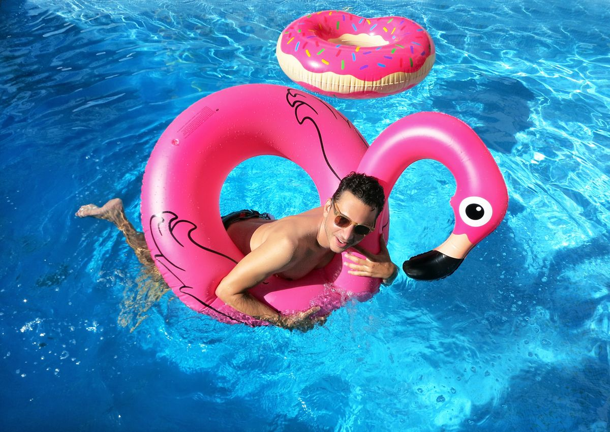 donut pool float, swimwear, swim shorts, Robinson Les Bains, AMI ...