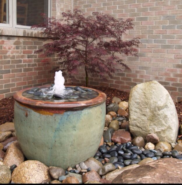 20 water garden fountains that will steal the show for Pot water fountain designs
