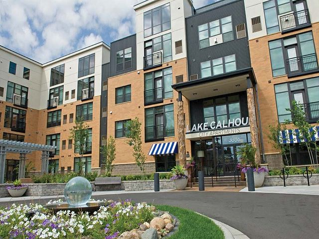 Wonderful Lake Calhoun City Apartments In Uptown Minneapolis, MN Has Studio, 2 And 3  Bedroom Apartments And 2 And 3 Bedroom Townhomes For Rent That Offer Urban  Living ...