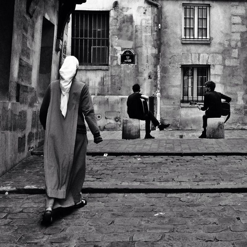 Clémentine Foron est l'une des photographes de l'exposition Talents Graine de Photographe 2015! Découvrez son univers street capturant la ville et ses habitants !   Photo : Clémentine Foron  Toutes les photos :  http://bit.ly/blog20150612am