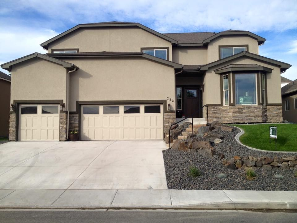 3556 sf Pinehurst in Pasco WA with a stucco exterior