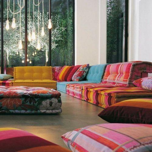orientalische wohnideen sofa aus bunten kissen wohnzimmer pinterest bodenkissen. Black Bedroom Furniture Sets. Home Design Ideas