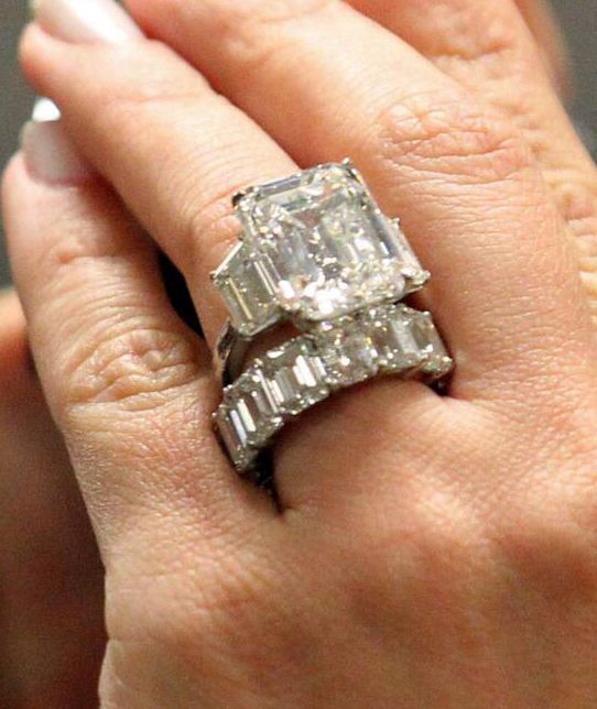 beyoncs huge wedding and engagement ring - Huge Wedding Ring