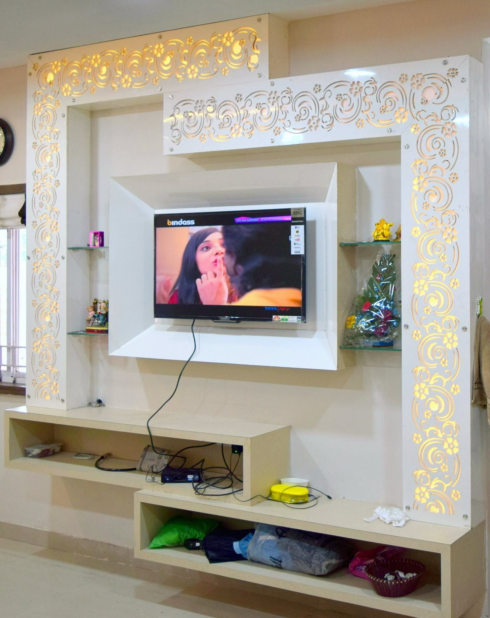 Pin By Hakan On Plazma With Images Tv Wall Design Ceiling