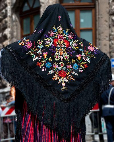 Più affidabile a disposizione sconto di vendita caldo Particolari: scialle | Traditional Costumes of Europe nel ...