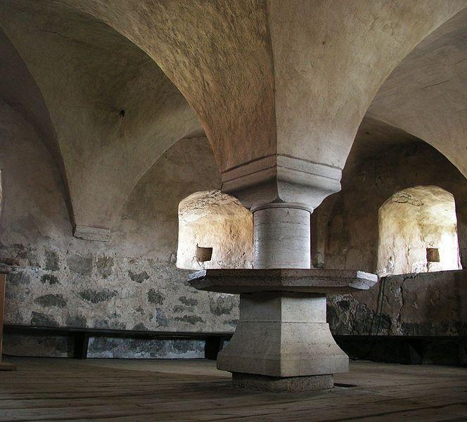 Картинки по запросу средневековый замок внутри ...