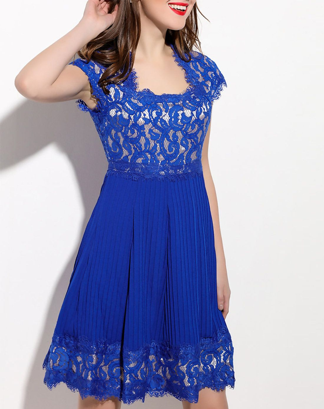 Check the details and price of this pleated embroidery short sleeve