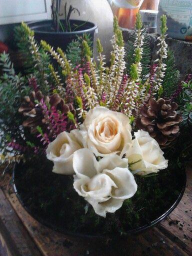 Grabgesteck mit selbst gewachsten Rosen