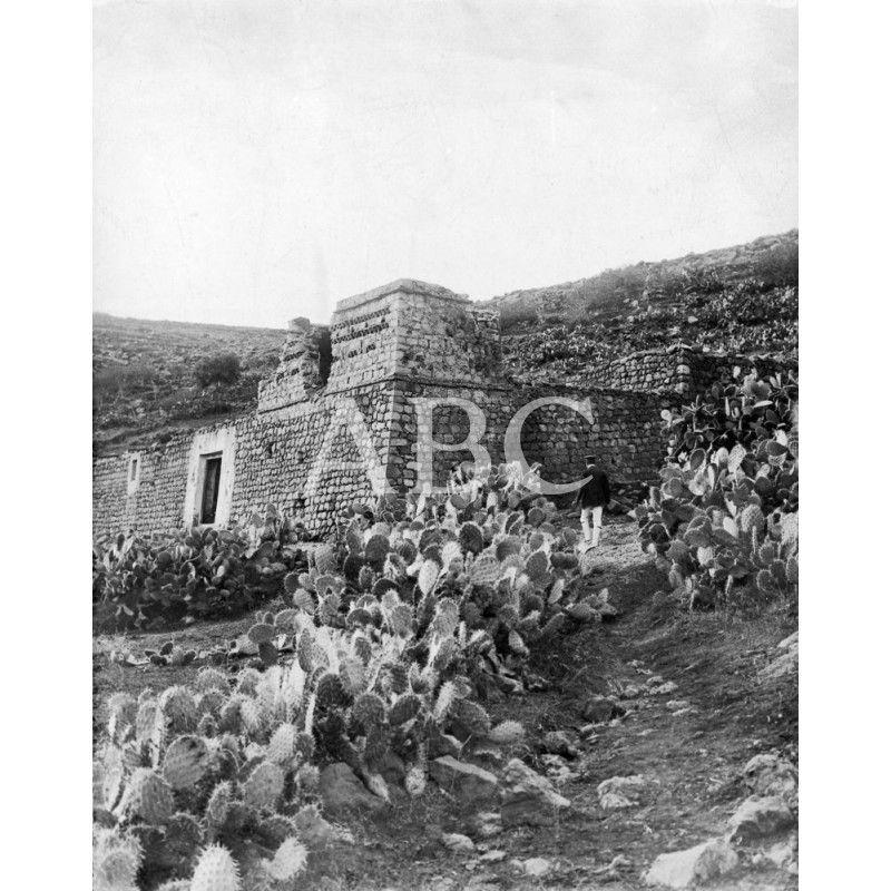 LA CASA DEL SCHALDY RUINAS DE LA CASA DEL JEFE DE LA INSURRECCIÓN RIFEÑA, JUNTO AL BARRANCO DE MEZQUITA, OCUPADA EL DOMINGO ULTIMO POR NUESTRAS TROPAS.01/11/1909: Descarga y compra fotografías históricas en | abcfoto.abc.es