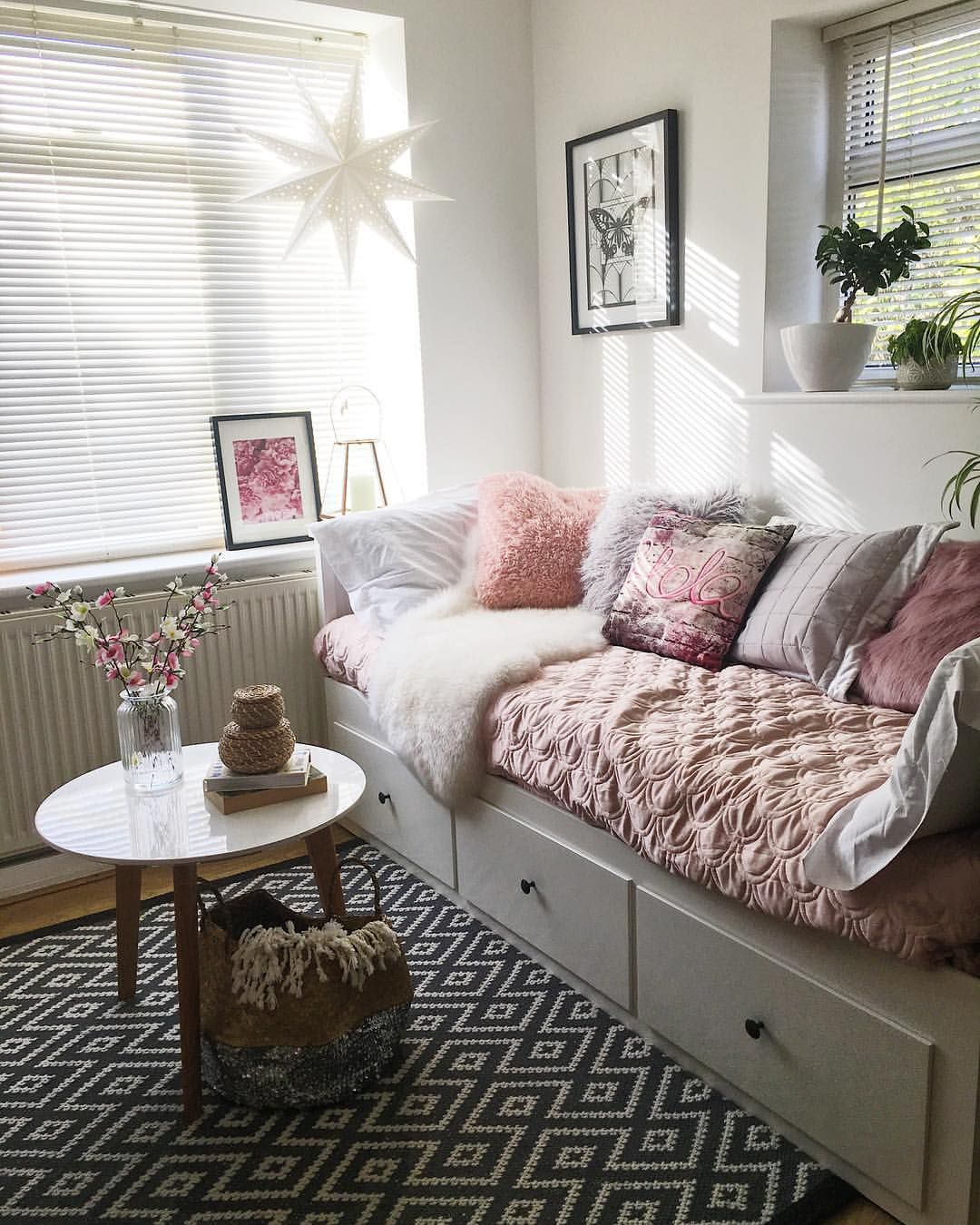 Chambre De Boyden Pin By Joanne A On Girls Bedroom In 2019 Daybed Room Room Decor