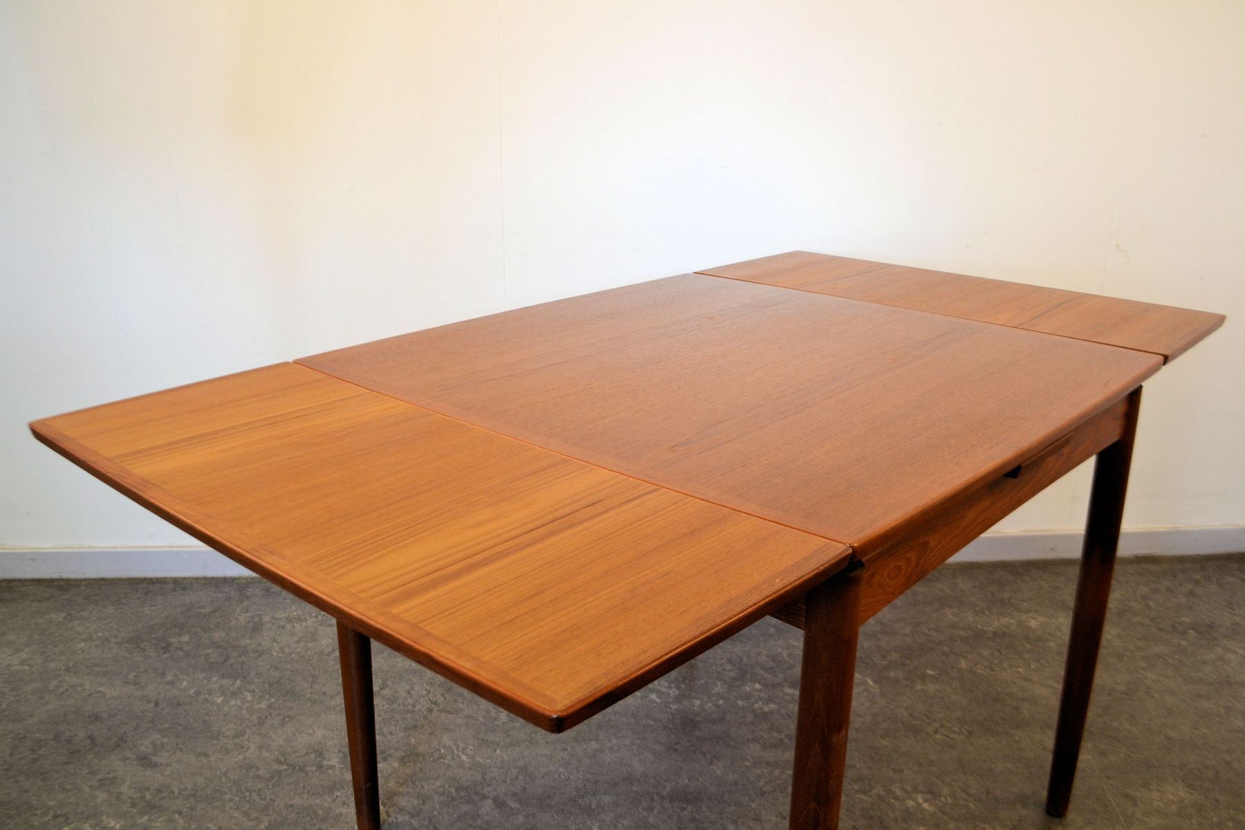 Vintage Danish Extendable Teak Dining Table By Poul Hundevad