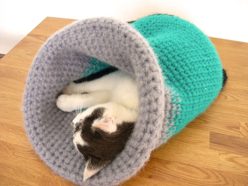 Eco friendly handmade crochet pet bed, cat basket, gift for cat lovers, travel pet bed, pet lover gifts, small dog bed, recycling yarn