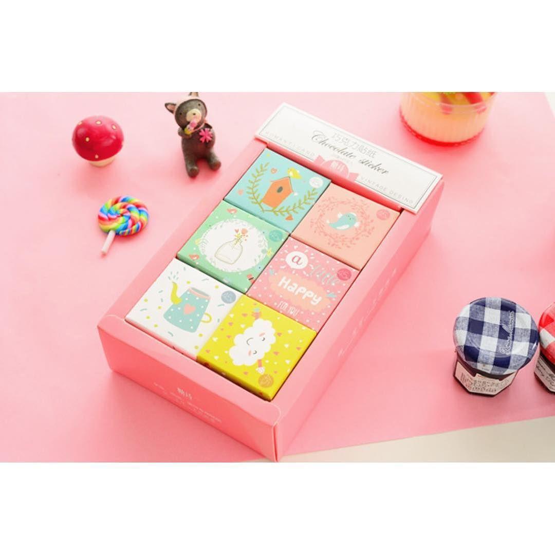 Estas cajitas con 45 pegatinas son novedad en #souffleonline  Me encantan!  #papeleriabonita by souffle_madrid