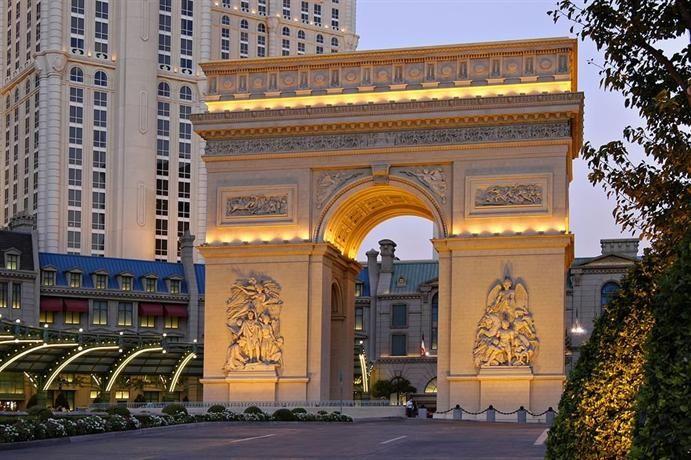 Paris Las Vegas Hotel Lighting Up The Vegas Strip With A Replica Of The Eiffel Tower Paris Las Vegas Hote Las Vegas Hotels Paris Las Vegas Las Vegas Resorts