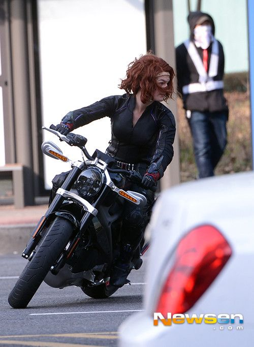 First Look At Black Widow On Avengers Age Of Ultron Set Videos Look Looks