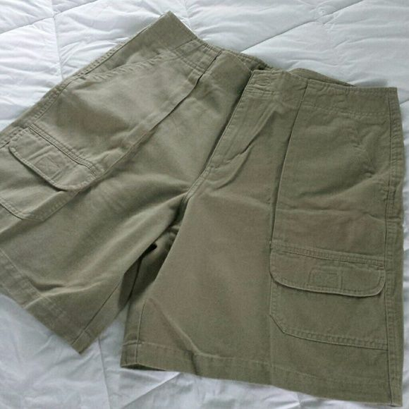 "The BEST pair of cargo shorts! Large gusset pockets and smaller velcro pockets in front, two velcro pockets in back.  This is a mid to heavy weight short made of 100% cotton In Guatemala.  9"" inseam; approx 36"" waist.  Never worn. Cenza Shorts Cargos"