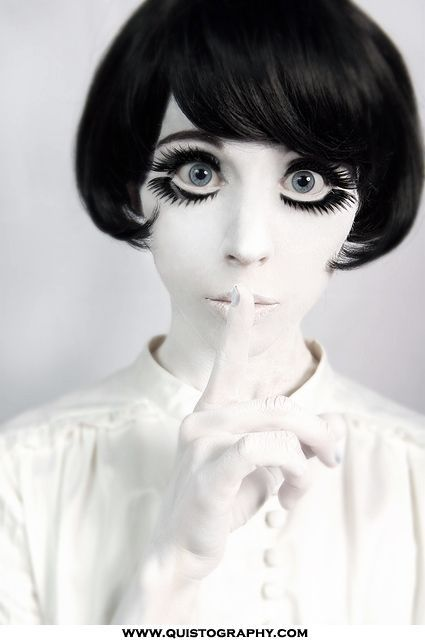 Anime or doll? Amazing makeup for those eyes! - 17 Black & White Makeup Ideas