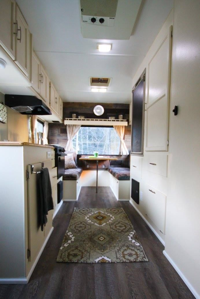 80 Stunning Rvs Remodel On Budget Ideas 57 Campeurs Renovees Interieur Camping Car Camping Decoration