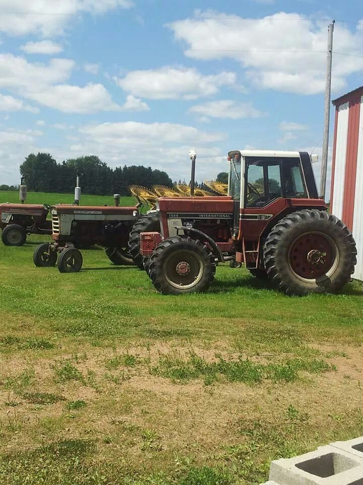 IH 574, FARMALL 560 & IH 1586 FWD | Red Iron | Tractors, Red