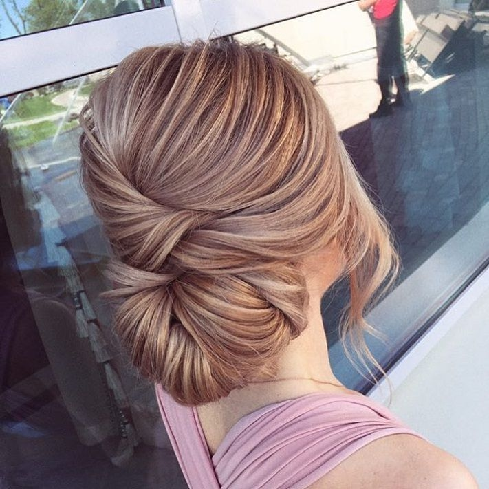 Sleek wedding hairstyle inspiration | elegant chignon bridal hairstyle ideas #weddinghair #updo #chignon #sleekhairstyle #hairstyleideas #weddinghairinspiration