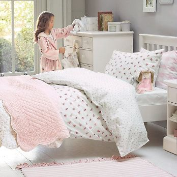Fantastic For S Of Any Age This Lovely New Reversible Bed Linen Offers Two Pretty Designs In One Small Scale Vintage Rose Side And The T